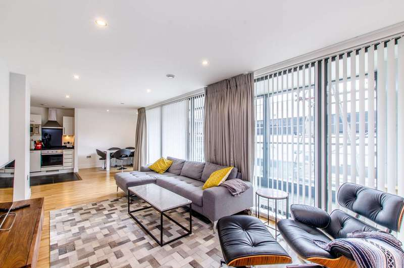 2 Bedrooms Flat for sale in Wharfside Point South, Poplar, E14