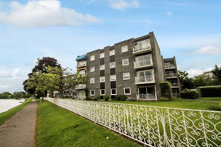 2 Bedrooms Flat for sale in Glen Court, Riverside Road, Staines-Upon-Thames, TW18