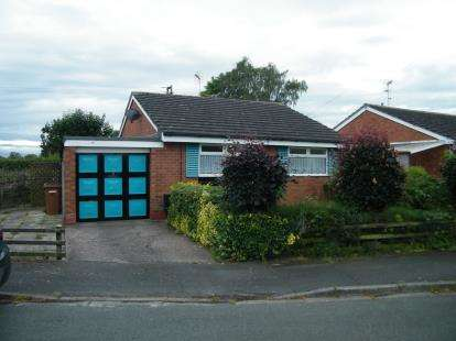 2 Bedrooms Bungalow for sale in Birchin Close, Nantwich, Cheshire