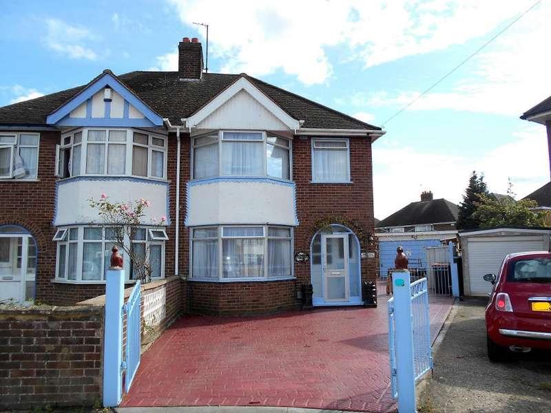 3 Bedrooms Semi Detached House for sale in Allen Close, Bedford, Bedfordshire, MK40 4HG