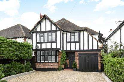 3 Bedrooms Detached House for sale in Romanhurst Gardens, Bromley