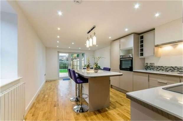 3 Bedrooms Semi Detached House for sale in St Stephens Road, Canterbury, Kent