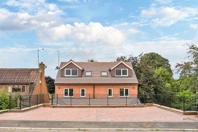 3 Bedrooms Semi Detached House for sale in Holmes Avenue, Raunds, NN9 6SZ