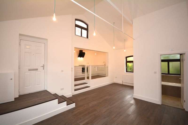 2 Bedrooms Terraced House for sale in Cameron Road, Chesham HP5