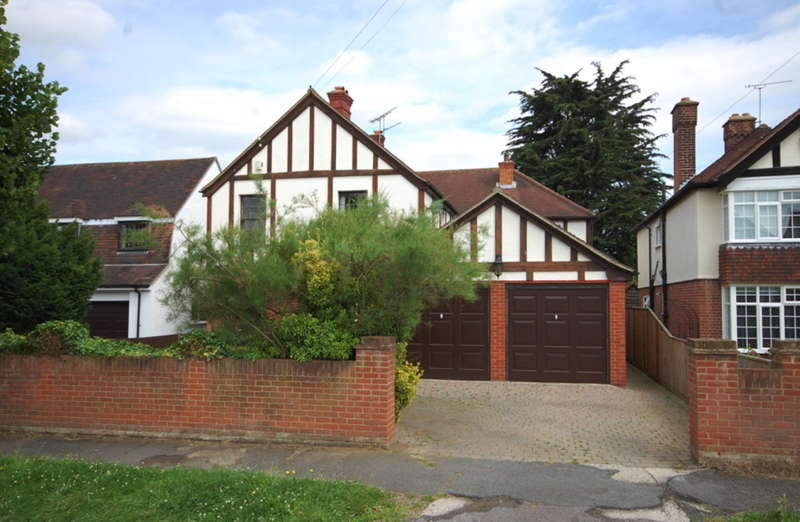 8 Bedrooms Detached House for sale in Chelmerton Avenue, Great Baddow, Chelmsford, CM2