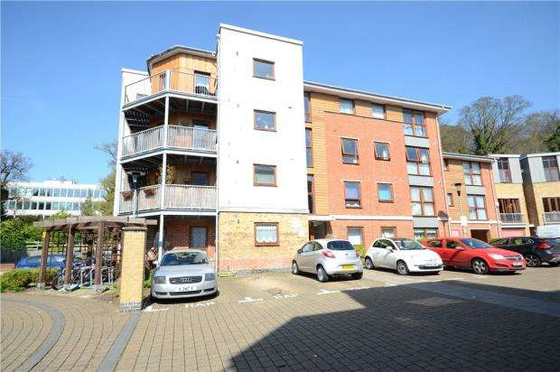 2 Bedrooms Apartment Flat for sale in Concept House, Coombe Way, Farnborough