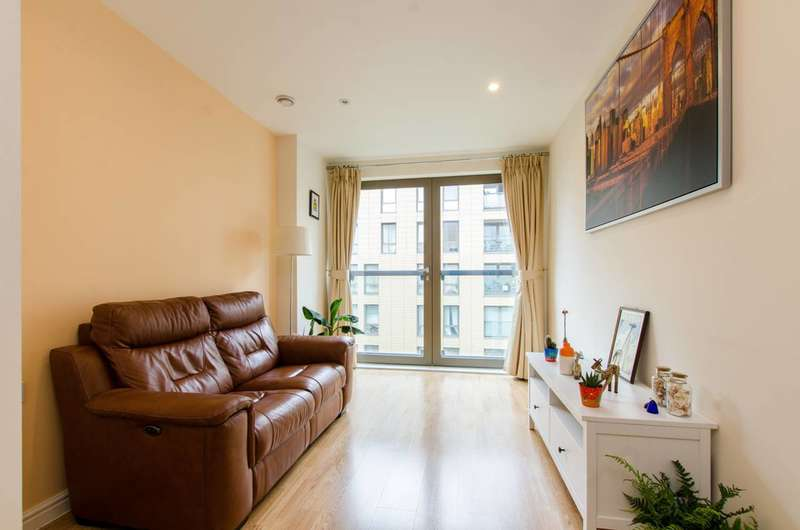 1 Bedroom Flat for sale in Oak Square, Stockwell, SW9