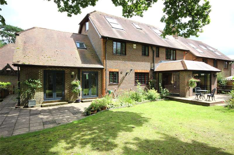 5 Bedrooms Detached House for sale in Kingswood Rise, Four Marks, Alton, Hampshire, GU34