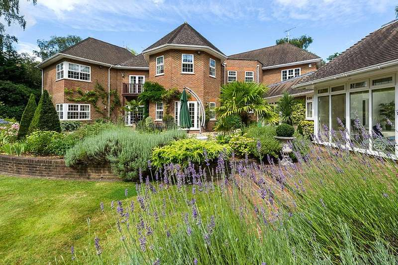 5 Bedrooms Detached House for sale in Wellington Avenue, Virginia Water, Surrey, GU25
