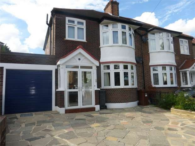 3 Bedrooms Semi Detached House for sale in Downs View, Isleworth, Middlesex