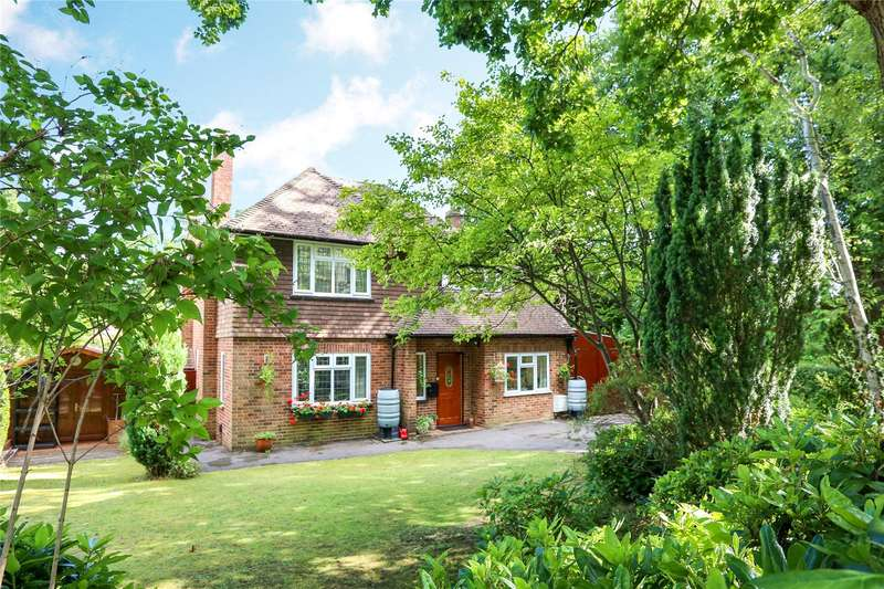 4 Bedrooms Detached House for sale in Pirbright Road, Farnborough, Hampshire, GU14
