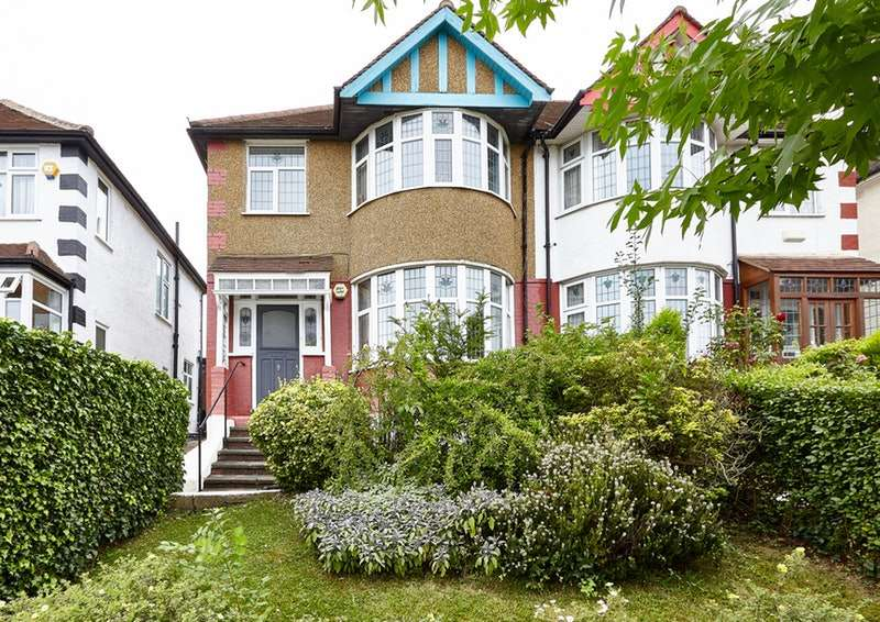 3 Bedrooms Semi Detached House for sale in Southfields, London, NW4