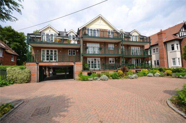 2 Bedrooms Apartment Flat for sale in Lambourne Court, Ray Mead Road, Maidenhead
