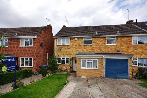 3 Bedrooms End Of Terrace House for sale in Farm View, Yateley, Hampshire