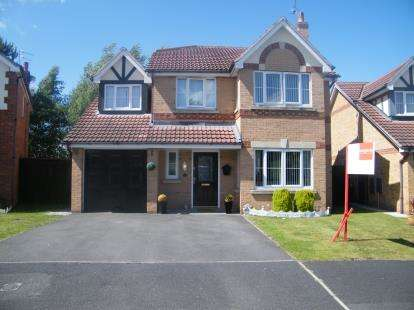 4 Bedrooms Detached House for sale in Mayfield Drive, Winsford, Cheshire