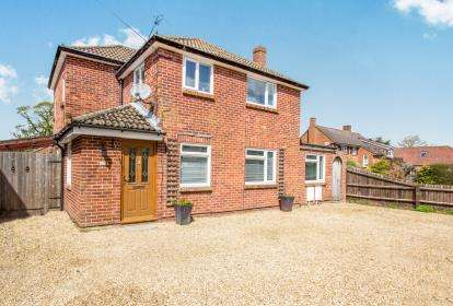 4 Bedrooms Detached House for sale in Christchurch, Dorset