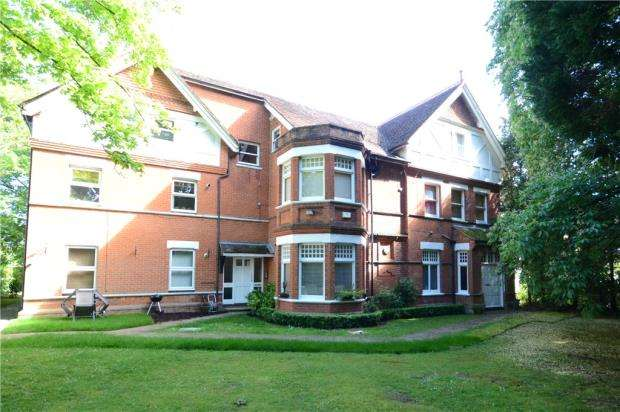 3 Bedrooms Apartment Flat for sale in Newlands House, Bath Road, Maidenhead