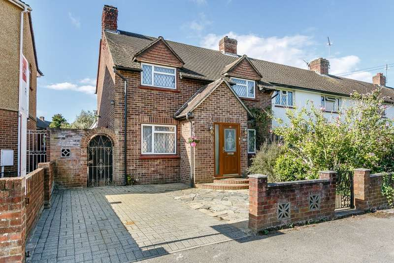 3 Bedrooms Semi Detached House for sale in Weybridge