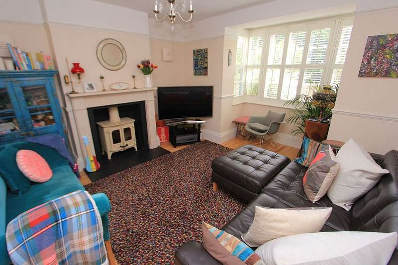 3 Bedrooms Semi Detached House for sale in Baldwins Hill, Loughton, Essex, IG10 1SD