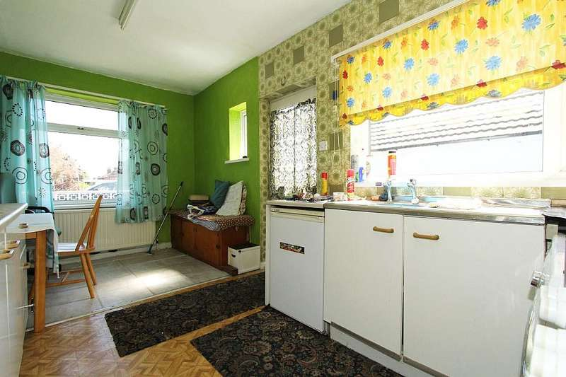 2 Bedrooms Semi Detached Bungalow for sale in Clayton Rise, Wakefield, West Yorkshire, WF1 2LG