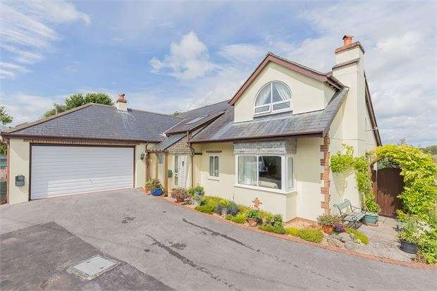 4 Bedrooms Detached Bungalow for sale in Croft Road, East Ogwell, Newton Abbot, Devon. TQ12 6BA