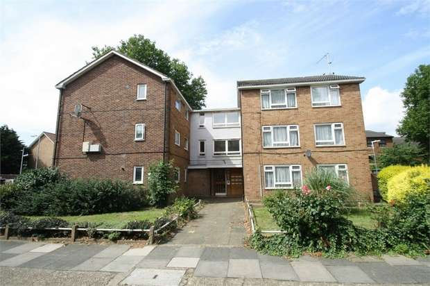 1 Bedroom Flat for sale in Holloway Road, East Ham, London