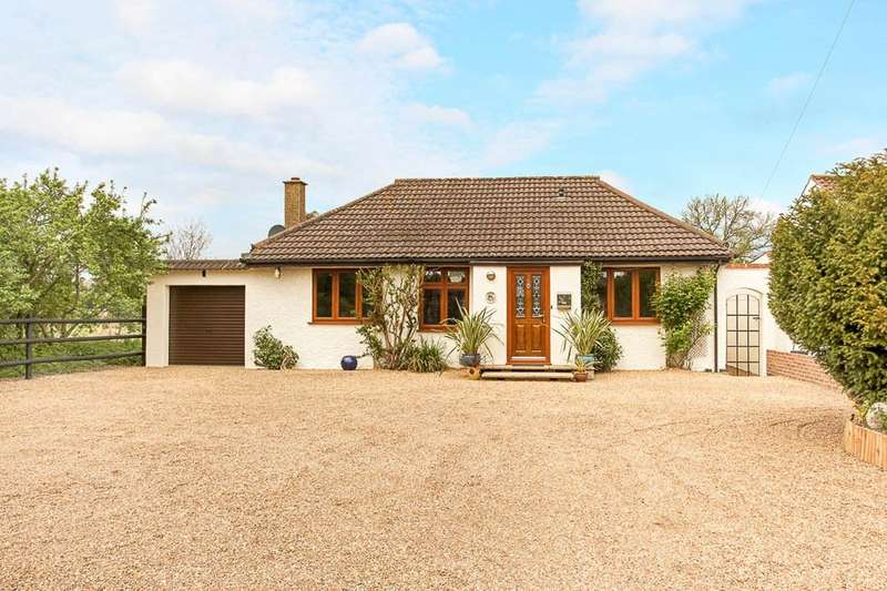 4 Bedrooms Detached Bungalow for sale in Coppice Drive, Wraysbury, TW19