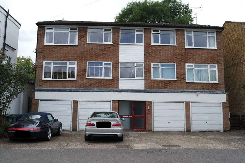 2 Bedrooms Flat for sale in Warwick Road, New Barnet