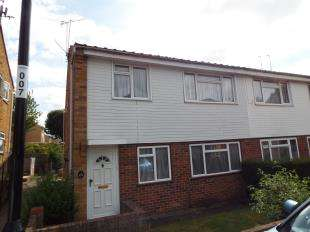2 Bedrooms Maisonette Flat for sale in Swallowdale, South Croydon