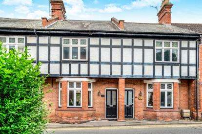 2 Bedrooms Terraced House for sale in Priory Road, Warwick