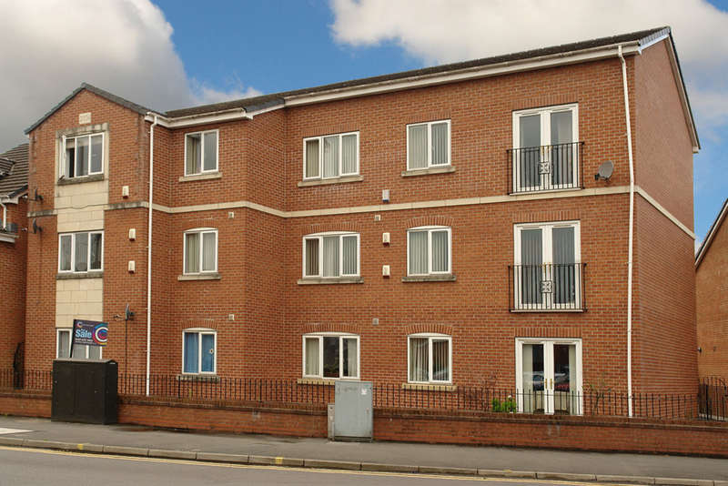 2 Bedrooms Flat for sale in Westridge Chase, Royton