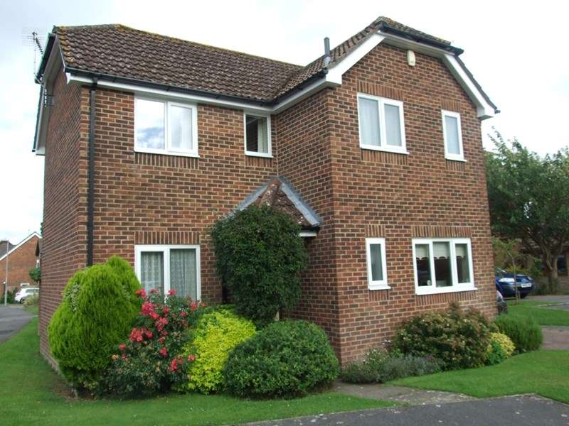 3 Bedrooms Detached House for sale in Charborough Close, Lytchett Matravers, Poole