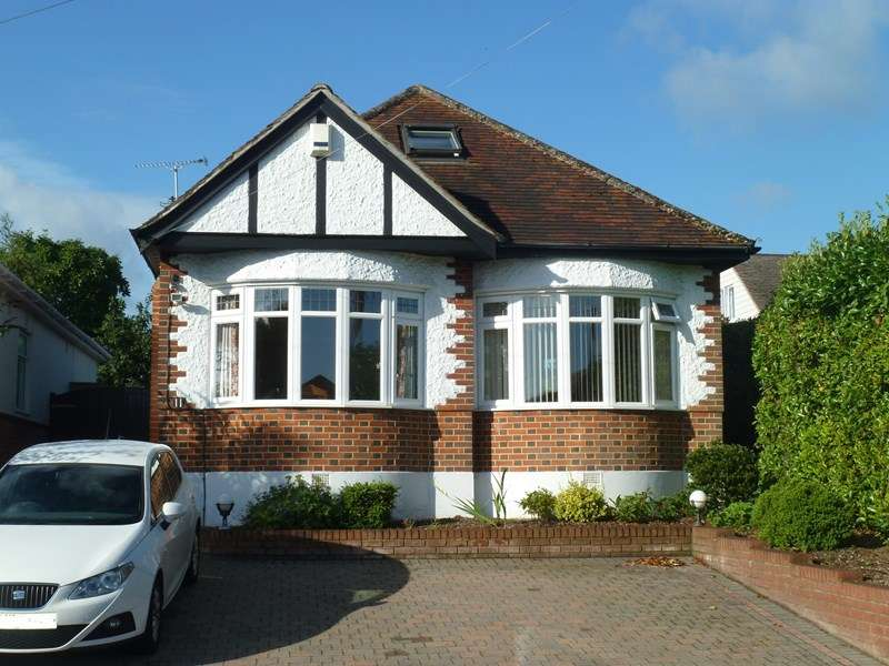 3 Bedrooms Detached Bungalow for sale in Glamis Avenue, Northbourne, Bournemouth