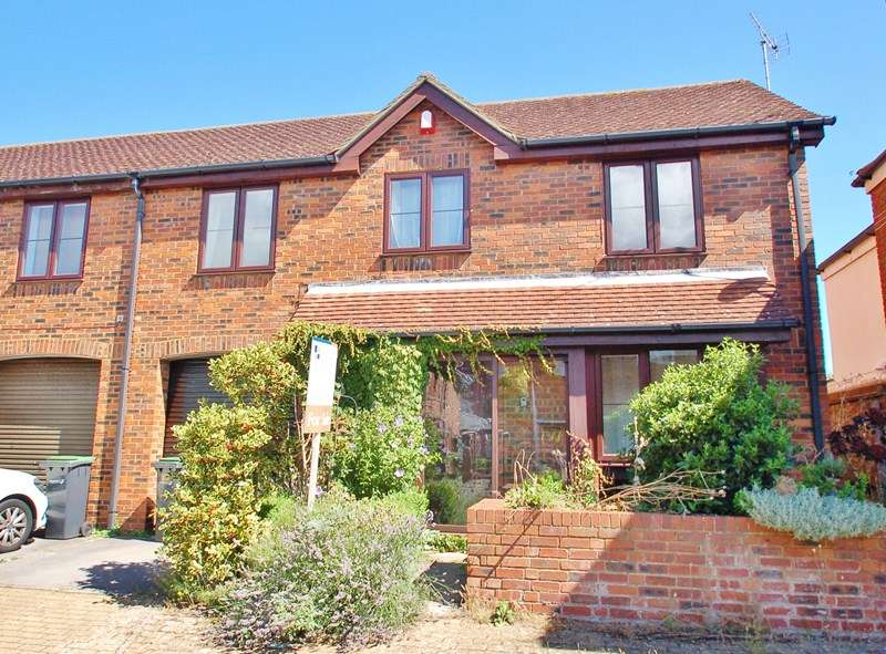 3 Bedrooms Semi Detached House for sale in Anglesey Arms Road, Alverstoke, Gosport