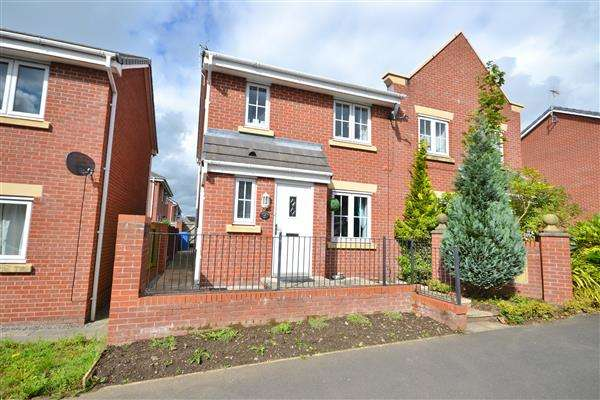 4 Bedrooms Semi Detached House for sale in Keepers Wood Way, Chorley