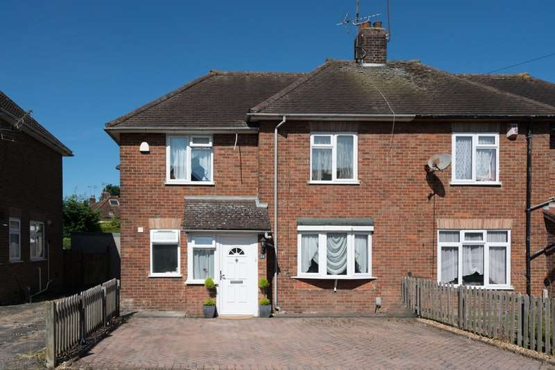 4 Bedrooms Semi Detached House for sale in Benning Avenue, Dunstable, Bedfordshire, LU6