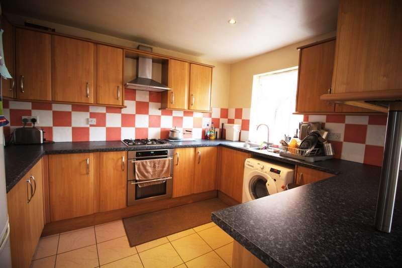 3 Bedrooms Semi Detached House for sale in Jellicoe Road, Leicester, LE5