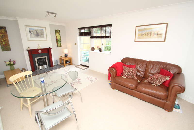 3 Bedrooms Terraced House for sale in Stonehouse, Plymouth