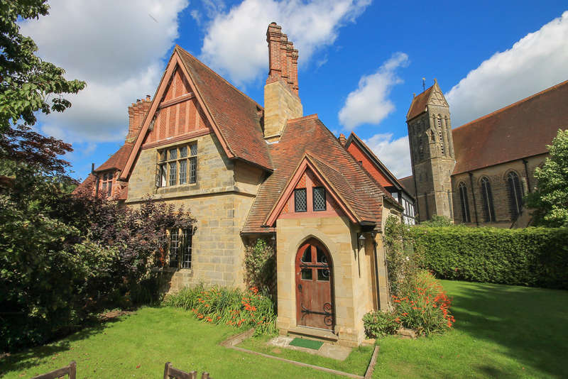 2 Bedrooms Semi Detached House for sale in The Old Convent, East Grinstead