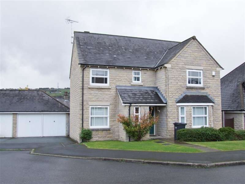 4 Bedrooms Detached House for sale in Charnock Close, Savile Park, Halifax, HX1 2NZ