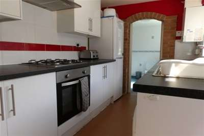 4 Bedrooms House for rent in Clifton Street, Beeston