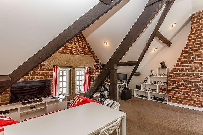 1 Bedroom Apartment Flat for sale in Clare Court, Prescott Street, Halifax, West Yorkshire, HX1 2QA
