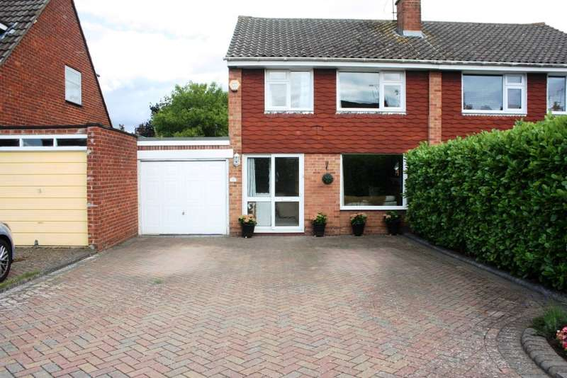 3 Bedrooms Semi Detached House for sale in Malvern Close, Woodley, Reading, RG5