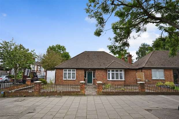 3 Bedrooms Detached Bungalow for sale in Harrow Road, WEMBLEY, Middlesex