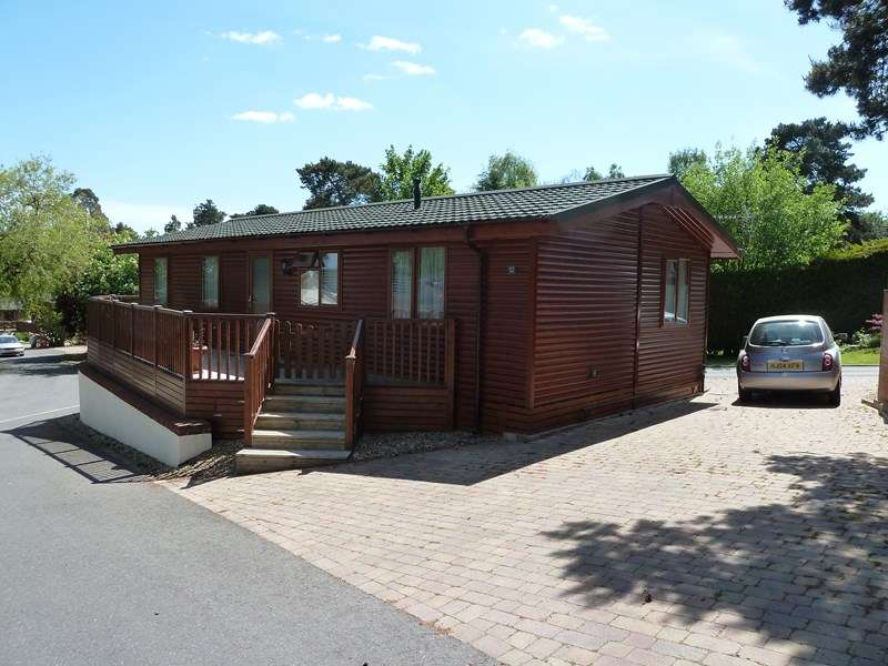 2 Bedrooms Lodge Character Property for sale in Matchams Lane, Hurn, Christchurch