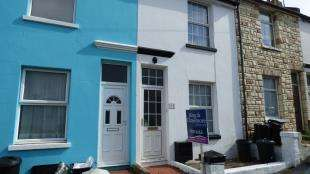 2 Bedrooms Terraced House for sale in Evelyn Avenue, Newhaven, East Sussex