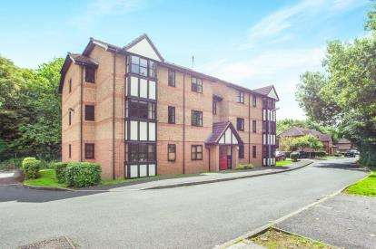 2 Bedrooms Flat for sale in Osprey Close, Falcon Way, Watford, Hertfordshire
