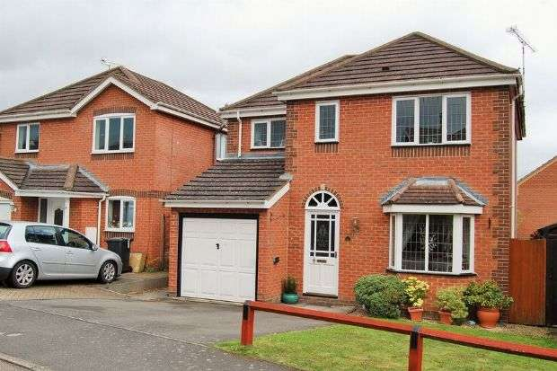 4 Bedrooms Detached House for sale in Cheriton Close, Lang Farm, Daventry NN11 0GD