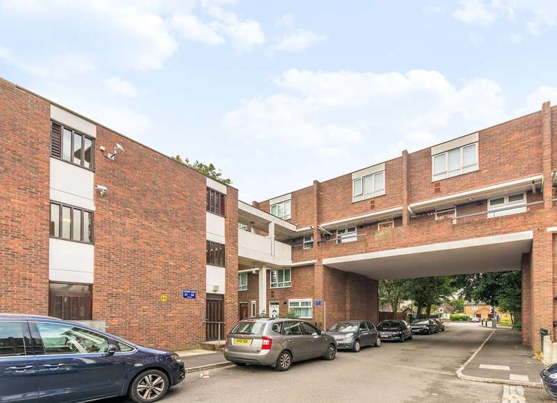 2 Bedrooms Flat for sale in Estridge Close, Hounslow, TW3