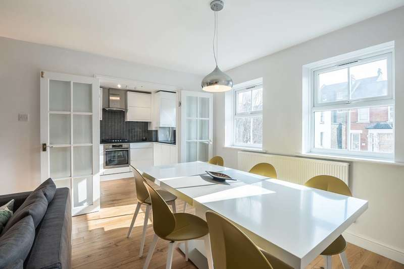 2 Bedrooms Flat for sale in Vauxhall Grove, Vauxhall, SW8